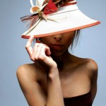 women_hat_white_feathers-marilena_romeo